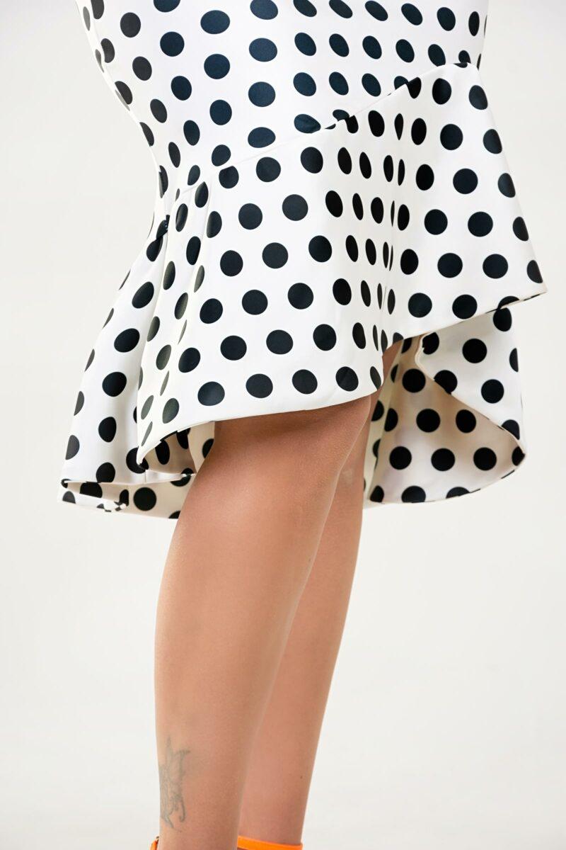 falda sublimada con lunares, tela stretch satinada